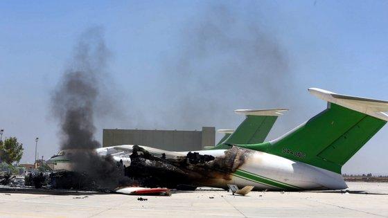 Pelo menos 264 pessoas morreram e 1.266 ficaram feridas desde o início da ofensiva do Exército Nacional Líbio do marechal Khalifa Haftar