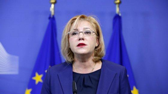 Corina Cretu, romena e socialista, é a comissária responsável pelos fundos europeus.