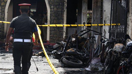 Segundo os últimos dados oficiais, o número de mortos nos atentados suicidas no domingo de Páscoa no Sri Lanka subiu para 359
