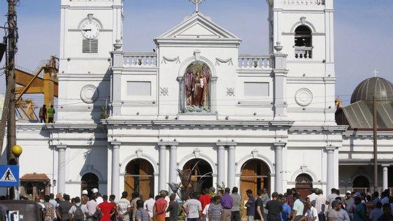 Embaixadas de vários países estão a pedir para as pessoas ficarem longe dos locais de culto neste fim de semana, devido a preocupações com possíveis novos ataques