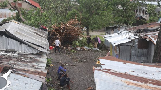 Casas destruídas em Moroni