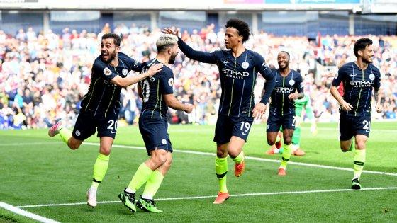 Kun Agüero apontou o único golo em mais um triunfo do Manchester City na Premier League, o 12.º consecutivo