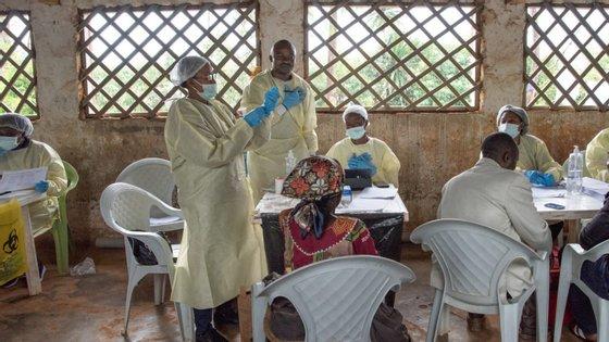 O registo de casos de contágio do vírus Ébola cresceu na última semana fixando-se 1.439, dos quais 1.373 confirmados e 66 possíveis