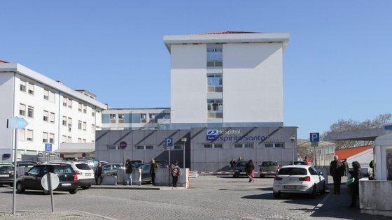A criança deu entrada no hospital de Évora às 20h00 de segunda-feira com sintomas de laringite