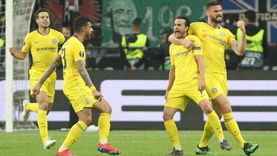 O avançado espanhol Pedro marcou o golo do empate que dá vantagem ao Chelsea na eliminatória