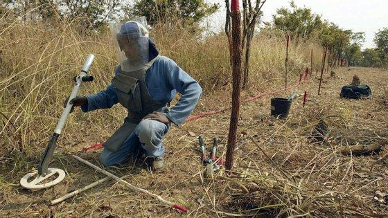 BP cede milhões para remover minas terrestres em Angola