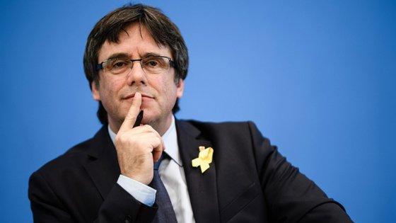 Carles Puigdemont vive exilado na Bélgica depois da declaração unilateral de independência da Catalunha