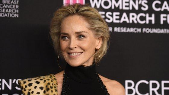 Aos 61 anos, Sharon Stone fala sobre machismo no cinema e sobre uma indústria pensada por homens