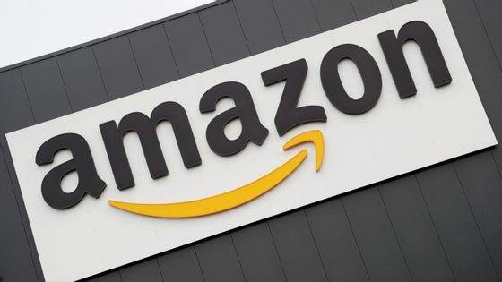Gigante de comércio eletrónico vendia produtos que excediam em mais de 80 vezes o limite legal de chumbo