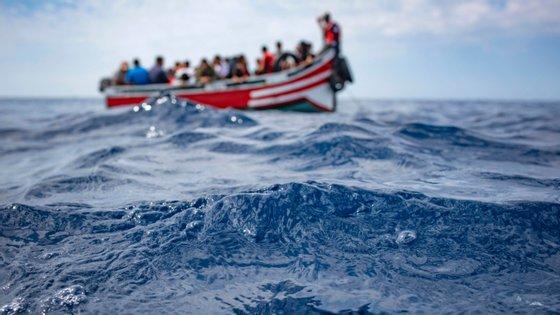 O barco transportaria entre 60 a 70 pessoas