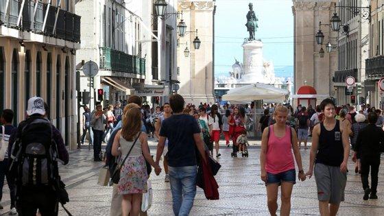 O Festival dos Espaços dos Artistas de Lisboa é uma iniciativa dedicada aos espaços dos artistas e realidades independentes, que abrem simultaneamente com projetos inéditos, performances e eventos, segundo a organização