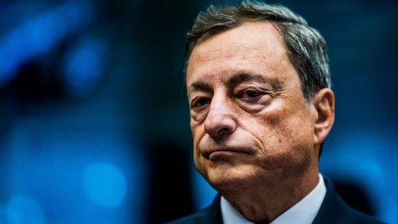 O BCE, liderado por Mario Draghi, lança várias críticas às propostas de Mário Centeno.