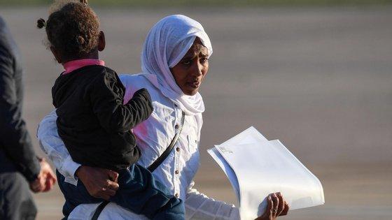 A Líbia está a ser assolada pelos ataques militares do marechal  Khalifa Haftar