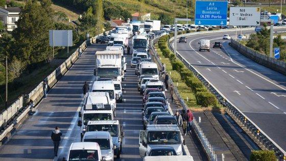 Dos cerca de 80.000 condutores já sancionados com a subtração de pontos, mais de 60% apenas perdeu dois