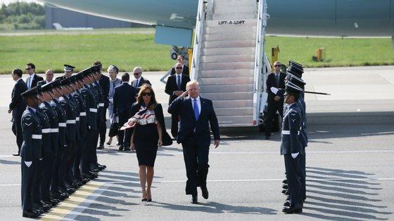 A visita ao Reino Unido de Donald Trump, que viajou acompanhado pela primeira-dama, inclui um banquete no palácio de Buckingham e uma visita a Downing Street