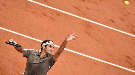 Roger Federer chegou pela oitava vez às meias-finais de Roland Garros, tendo pela frente agora o recordista Rafa Nadal
