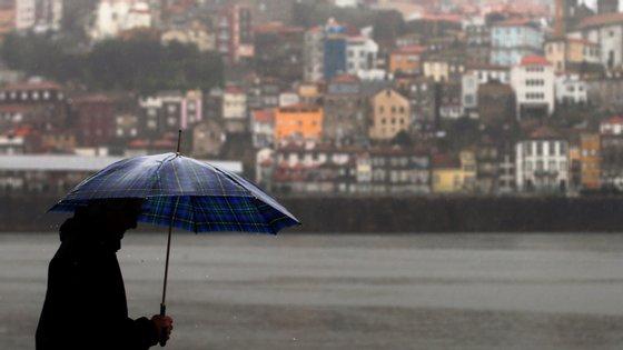 O IPMA explica que a depressão Miguel está centrada a nordeste no arquipélago dos Açores.