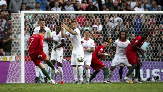 Ronaldo marcou desta forma o primeiro golo de Portugal frente à Suíça, o nono de livre direto pela Seleção