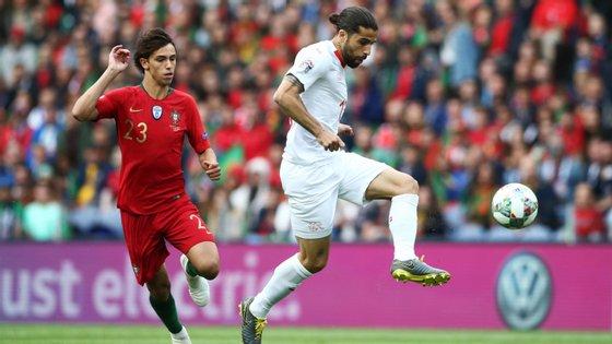 João Félix teve uma boa oportunidade no final da primeira parte, num remate que saiu ao lado também por ação de Rodríguez