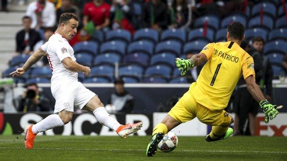 Rui Patrício foi determinante logo no terceiro minuto do jogo com a Suíça, ao travar o golo de Shaquiri que surgiu isolado na área