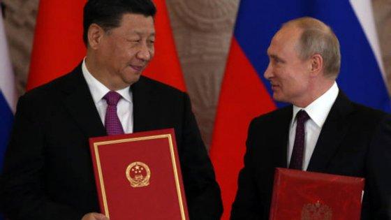 O acordo foi assinado numa reunião entre o presidente chinês e o chefe de Estado russo em Moscovo