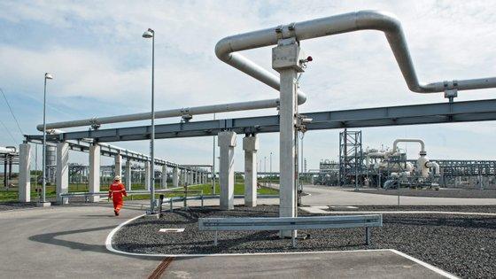 A NFE é uma empresa integrada de gás para energia que emprega um modelo integrado de produção e entrega de gás natural liquefeito (GNL)