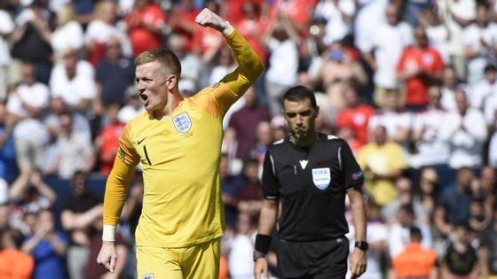 Depois de ter marcado a quinta tentativa de Inglaterra, Pickford travou penálti de Drmic e segurou terceiro lugar na Liga das Nações