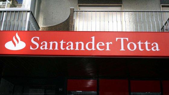 """Questionada sobre a possibilidade de apresentar recurso, fonte oficial do Santander disse que o banco está """"a analisar a sentença"""""""