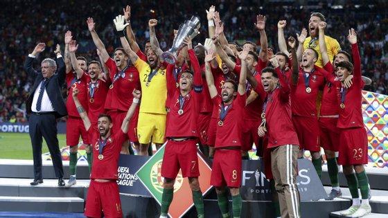 A Holanda, que disputou a final da Liga das Nações com a seleção das 'quinas', subiu para a 14.ª posição.