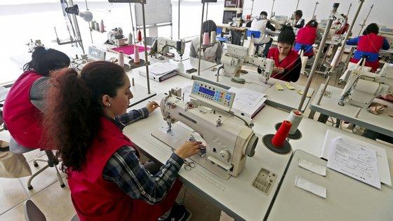 A Roménia (16,3%) e a Bulgária (12,9%) registaram as maiores subidas dos custos horários da mão-de-obra