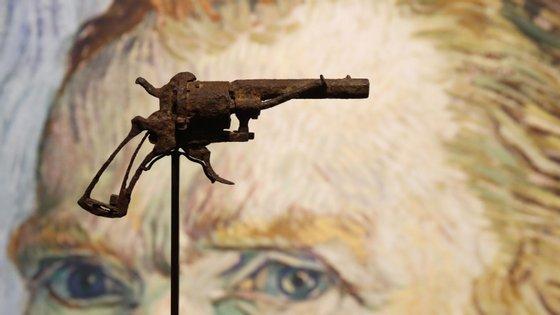 Vincent van Gogh disparou sobre o próprio peito a 27 de julho de 1890. Morreu dois dias depois