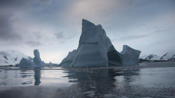 Cientistas prevêem que nos próximos 50 anos o nível dos oceanos suba em média 27 centímetros em todo o mundo