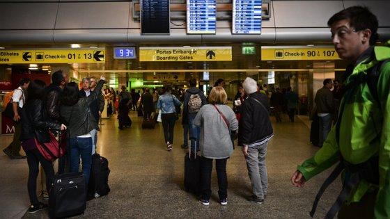 O programa prevê também um apoio nas viagens das famílias dos emigrantes portugueses