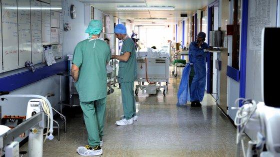 Greve está a ter uma adesão na ordem dos 75% e dos 100%, consoante os estabelecimentos de saúde, avançam os sindicatos