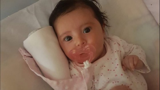 Os pais da bebé criaram uma conta solidária para ajudar a recolher os dois milhões de euros necessários para o tratamento