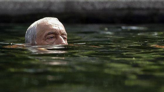 """Esta fotografia fez parte da galeria """"os 1.001 mergulhos do senhor Presidente"""""""