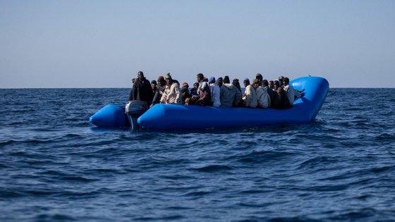 Foram ainda resgatadas quatro pessoas, tendo uma delas morrido já depois do salvamento.