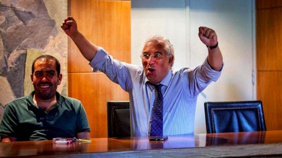"""Pedro Costa (à esquerda) diz que """"está confortável"""" com a situação de ter contratado amigos e militantes do PS"""