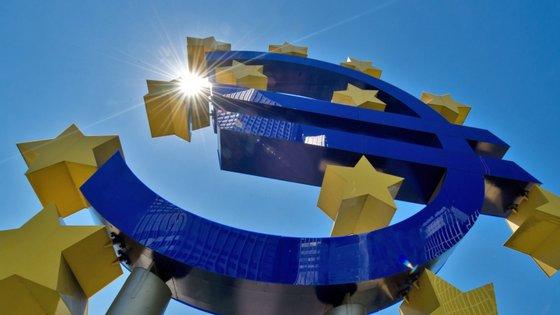 """As políticas de Mario Draghi são vistas como """"não convencionais, de muita injeção de liquidez e de taxas de juro muito baixas"""""""