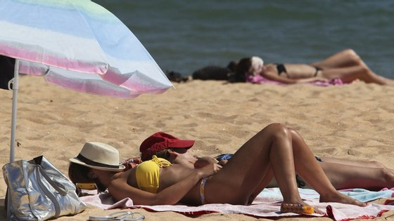 No domingo arranca uma campanha da Associação Portuguesa de Cancro Cutâneo (APCC) pelas praias de Norte a Sul do país