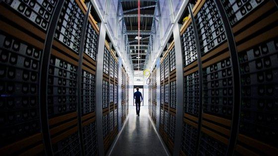 Parte da infraestrutura computacional foi cedida à FCT pela universidade norte-americana do Texas