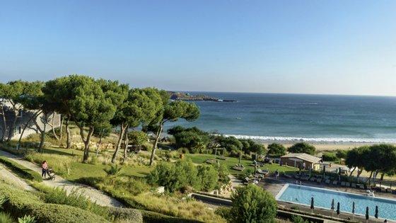 Praia, piscina... e um bar só para crianças. No Martinhal Sagres, tudo foi feito a pensar nas famílias.