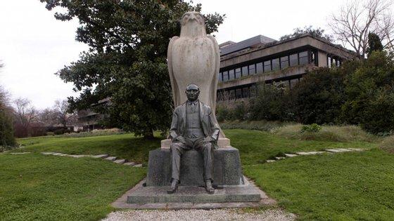 Nascido em 23 de março de 1869, em Istambul, a então Constantinopla, Gulbenkian morreu em 20 de julho de 1955, em Lisboa