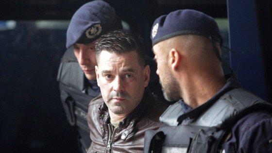 Após a detenção, soube-se que Fernando Mendes sofre de leucemia e necessita de um transplante de medual óssea