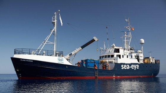 O navio Alan Kurdi é da ONG alemã Sea-Eye