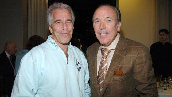Jeffrey Epstein (à esquerda) e o empresário Pepe Fanjul (à direita)