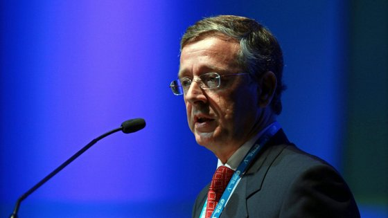 João Aguiar Machado é licenciado em Economia e Finanças com uma especialização em integração europeia