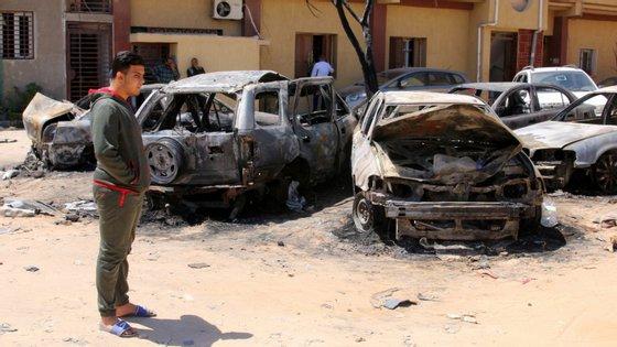 A situação tornou-se ainda mais crítica desde o início da ofensiva militar contra Tripoli conduzida pelo Exército Nacional Líbio