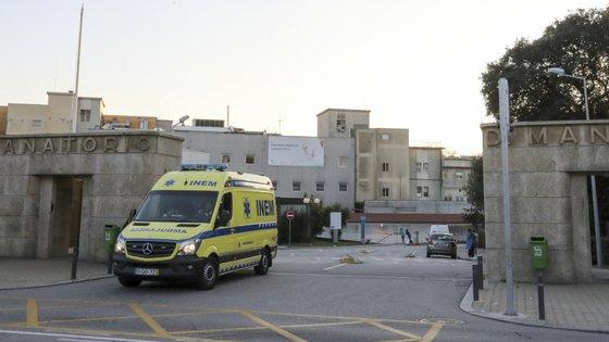 A criança foi internada nas urgências na quarta-feira depois de consumir drogas