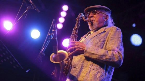 Charles Lloyd, de 81 anos, dará um concerto no Centro Cultural Vila Flor em formato quinteto